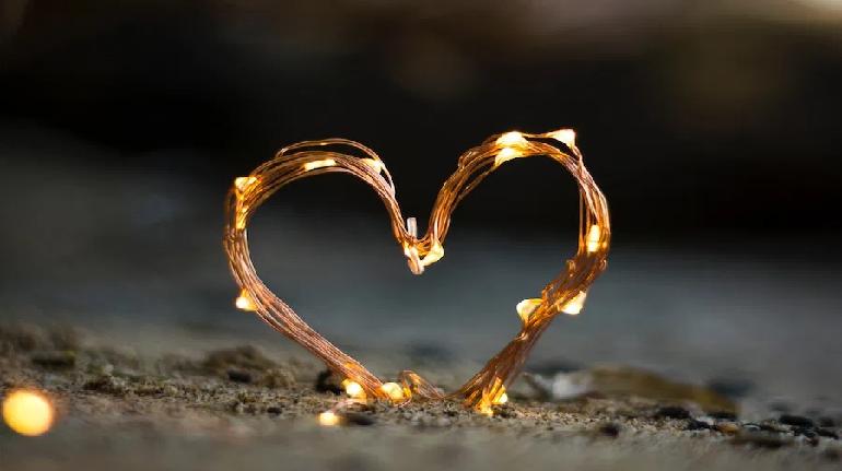 قيم المحبة بين الاكتساب والاجتباء