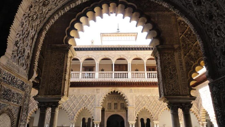 الأبعاد الجمالية في التراث الإسلامي من منظور المستشرقين